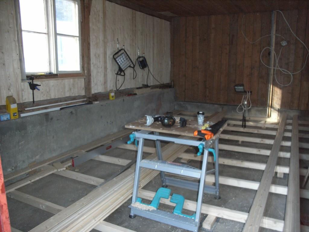 golvet-till-garaget-nu-snickarverkstad