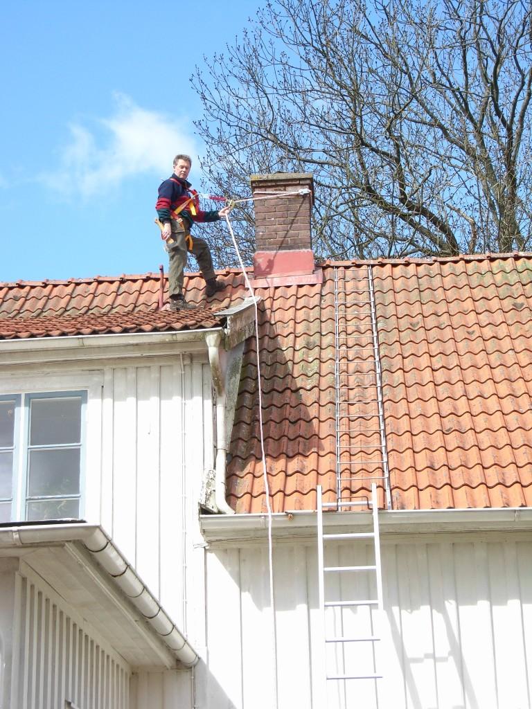 På taket och naturligtvis med säkerhetslina!